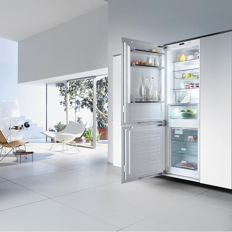 Integrated Fridge Freezer Combination With Myice Maker W